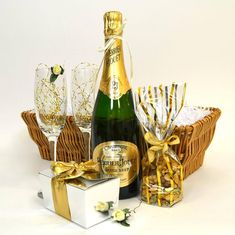 Üdvözlet Birthday For Him, Happy Birthday Me, Birthday Greetings, Think And Grow Rich, Name Day, Champagne Bottles, Happy Anniversary, Gift Baskets, Happy New Year