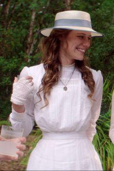 dress miranda wore in picnic at hanging rock Elizabeth Gaskell, Charlotte Bronte, Fashion History, Fashion Art, Fashion Outfits, Jane Austen, Victorian Style Clothing, Picnic At Hanging Rock, Vintage Picnic