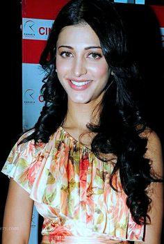 Shruti Hasan, South Actress, Barbie Collection, Wwe Divas, India Beauty, Beautiful Indian Actress, Heroines, Indian Outfits, Indian Actresses
