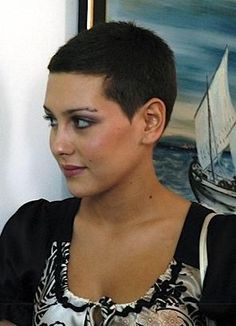 "How to style the Pixie cut? Despite what we think of short cuts , it is possible to play with his hair and to style his Pixie cut as he pleases. For a hairstyle with a ""so chic"" and pointed… Continue Reading → Really Short Hair, Girl Short Hair, Short Hair Cuts, Pixie Cuts, Very Short Haircuts, Short Hairstyles For Women, Super Short Pixie, Buzzed Hair, Pixie Hairstyles"
