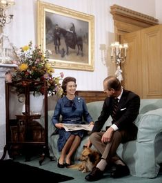 The Queen and Prince Philip celebrate their wedding anniversary - BBC News Young Queen Elizabeth, Elizabeth Philip, Princess Elizabeth, Royal Marriage, English Royal Family, Duchess Of York, Her Majesty The Queen, Casa Real, Queen Of England
