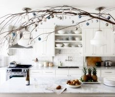 Get inspired by Cozy Christmas Kitchen Décor Ideas. Here is a collection of Top Christmas Decor Ideas For a Cozy Christmas Kitchen. Christmas Kitchen, Cozy Christmas, Simple Christmas, Christmas Holidays, White Christmas, Family Kitchen, Country Kitchen, Bistro Kitchen, Christmas Hanukkah