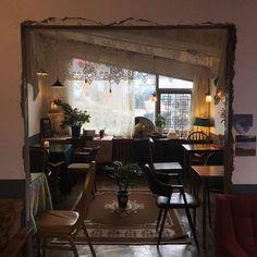. 오늘의 무늬 ✨ . . . #제주도#월정리카페#빈티지카페#카페무늬#월요일#오픈했어요#바람조심#무늬# Cafe Interior Vintage, Vintage Cafe, Coffee Shop Design, Cafe Design, Cafe Display, Store Interiors, Cool Cafe, Interior And Exterior, Interior Design
