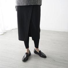 Frau trägt dieses Jahr verkürzt, lässig und locker. Hier Auswahl entdecken: http://sturbock.me/ZLC