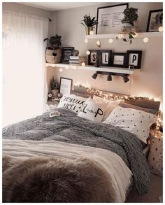 43 cute and girly bedroom decorating tips for girl 39 Bedroom Decoration cute bedroom decor Cozy Room, Room Inspiration Bedroom, Cute Bedroom Decor, Modern Bedroom, Bedroom Design, Bedroom Decorating Tips, Girly Bedroom Decor, Small Bedroom, Aesthetic Bedroom