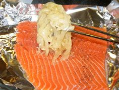 The Best Sweet Onion Grilled Salmon - Cooked in a Foil Pack Grilling Recipes, Fish Recipes, Cooking Recipes, Grilled Salmon Recipes, Grilled Meat, Salmon Foil Packets, Foil Pack Meals, Dinner Recipes, Dinner Ideas