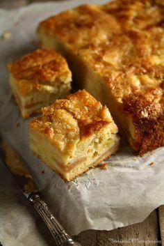 Le torte di mele mi incuriosiscono sempre e quando ne trovo una di nuova prima o poi la provo. Questa e una ricetta semplice, facile, v...
