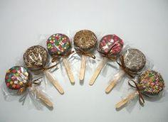 Olá, amigos de Mil Dicas de Mãe!Hoje o blog traz mais uma ideia deliciosa de doce para as festas infantis: o pirulito de brigadeiro com bolacha Maria.Foto: