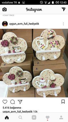 Decoupage Vintage, Decoupage Box, Dollar Store Crafts, Diy Crafts To Sell, Home Crafts, Cardboard Crafts, Wooden Crafts, Vintage Rosen, Paper Flower Art