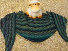 Crochet Patterns Ravelry Designer: A simple way to knit a scarf, this guide requires . Knitting Stitches, Knitting Patterns Free, Free Knitting, Crochet Patterns, Free Pattern, Knitted Shawls, Crochet Scarves, Crochet Shawl, Knit Crochet