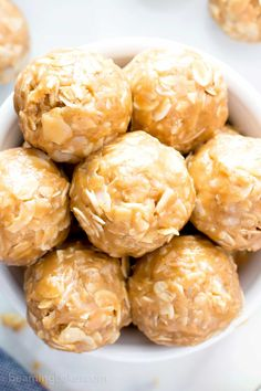 4 Ingredient No Bake Peanut Butter Coconut Energy Bites V GF a quick n easy One Bowl recipe for tasty protein-packed energy bites bursting with peanut butter and coconut Peanut Butter Power Balls, Peanut Butter Energy Bites, Peanut Butter No Bake, Eat For Energy, Energy Snacks, Vegan Sweets, Vegan Desserts, Healthy Dessert Recipes, Healthy Snacks