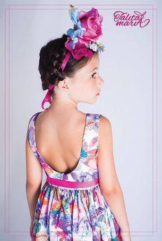 """Coleção Cores e Amores de Frida Kahlo O tecido em seda oferece o caimento perfeito! Toque Macio, com estampa de cores únicas! VIvas e harmônicas! Vestido modelagem clássica, acinturada, com decote em """"u"""" nas costas! Acessório em fita de gorgurão acetinada, laço que faz toda a diferença! Disponível nos tamanhos 02/ 04/ 06 e 08 ! Entregas para todo Brasil! Maiores informações:  www.facebook.com/aspequenasdivas www.facebook.com/talitamariamodainfantil"""