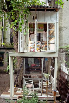 Brooklyn Treehouse -Artist Alexandra Meyn built this treehouse behind her Bedford-Stuyvesant, Brooklyn home while looking for work in a bad job market, after graduating with a masters in interior design from Pratt Institute. Constructing her space around a mulberry tree, she let the environment dictate what materials were used, while a small budget ($400, all told) forced her to be creative. Salvaged materials were used in abundance.