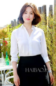 Song Hye-kyo (송혜교) - Picture @ HanCinema :: The Korean Movie and Drama Database Song Hye Kyo Style, Korean Girl, Asian Girl, Medium Hair Styles, Short Hair Styles, Hair Transformation, Shows, Korean Celebrities, Korean Actresses