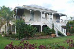 Australian Architecture, Australian Homes, Tropical Architecture, Queenslander House, Sloped Garden, Old Cottage, Beach Design, Kit Homes, Classic House