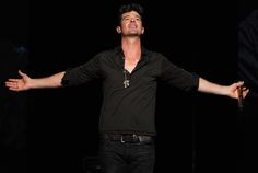 Robin Thicke headlined Macy's Glamorama fashion show in Los Angeles