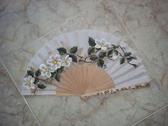 #abanicos #Valian #pintadoamano #art One Stroke Painting, Ink Painting, Painted Fan, Hand Painted, Hand Held Fan, Hand Fans, Kalluto Zoldyck, Fancy Hands, Chinese Fans