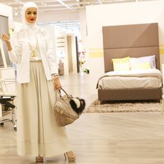 مسا الخير من أبيات  @abyat .  Shirt: @stellamccartney #beirut  Pants: @mysimpleline  Photo by @aysunstudio  #mrmr_4 #mrmr__4