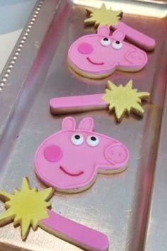 Don't miss this adorable Peppa Pig birthday party! The cookies are so much fun! Pig Birthday, Birthday Cake Girls, Peppa Pig Cookie, Birthday Celebration, Birthday Parties, Pig Cookies, Pig Party, Cute Kids, Birthdays