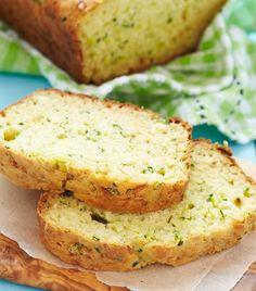 Selbstgemachtes Brot mit Zucchini ist eine saftig-leckere Alternative zu normalen Brot.