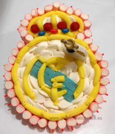 Tarta de  gominolas del escudo del Real Madrid.