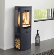 The stunningly contemporary Duo 2 log burner by Nordpeis retains the same firebox characteristics, heat output and high efficiency as the other Duo models, the Duo 2 wood burning stove benefits from the further functionality of an integral log store. Morso Stoves, Wood Stoves, Boiler Stoves, Wood Burner Fireplace, Wood Fuel, Log Store, Multi Fuel Stove, Into The Woods, Electric Stove