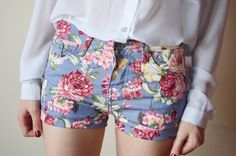 FLORAL SHORTS.