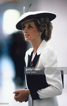 Diana, Princess of Wales, wearing a Catherine Walker black and white outfit and a Freddie Fox hat visits the National Gallery of Art on November 10, 1985 in Washington DC, USA.