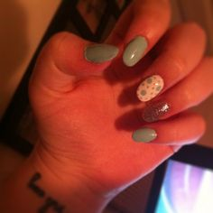 rounded nails with Essie mint candy apple #roundnails #nails #essie #naildesign #diy
