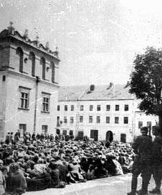 Jewish residents of Minsk are rounded up to be forced into the ghetto (July - August 1941)