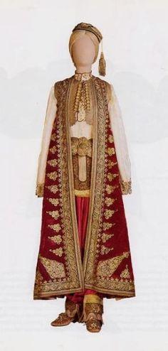 Traditional bridal/festive costume from Gjirokastër (southern Albania). Late-Ottoman era, ca. Greek Traditional Dress, Traditional Fashion, Traditional Outfits, Historical Costume, Historical Clothing, Albanian Wedding, Empire Ottoman, Ethnic Dress, Folk Costume