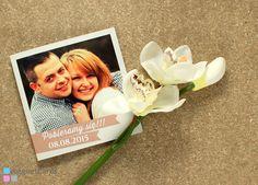 Front zaproszenia. Kinga & Tomasz. Sympatyczna para z pięknymi uśmiechami :). Przygotowaliśmy dla nich zaproszenia ślubne bez magnesów - w postaci otwieranych kartek. Jak Wam się podobają?  Zobaczcie oryginał: http://magnetcards.pl/zaproszenie-slubne-szablon-mzs104-p-325.html i porównajcie z efektem końcowym na zdjęciach.