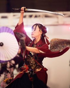 -山盟海誓.不弃不离- Japanese Culture, Japanese Girl, Japanese Fashion, Japanese Sword, Asian Woman, Asian Girl, Sword Poses, Female Samurai, Sword Dance