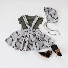 Perfect baby girl outfit - Fin & Vince. Baby skirt and matching baby bonnet
