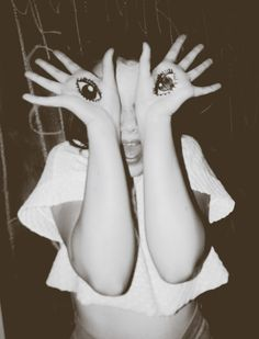 Creative Image: open your eyes Jolie Photo, Weird And Wonderful, All About Eyes, Photo Art, Art Photography, Amazing Photography, How To Draw Hands, Artsy, Fendi