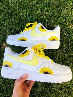 Cute Nike Shoes, Cute Sneakers, Nike Air Shoes, Shoes Sneakers, Jordan Shoes Girls, Girls Shoes, Shoes Women, Air Force One Shoes, Swag Shoes
