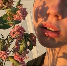 Image about flowers in Aesthetic by xoxo_printrose_xoxo Hipster Vintage, Style Hipster, Peach Aesthetic, Aesthetic Roses, Aesthetic People, Aesthetic Gif, Summer Aesthetic, Aesthetic Pictures, Portraits