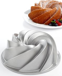Give it a swirl! Making cakes with an eye-catching swirl design, this bundt pan brings elegance back to the table. The cast aluminum construction and premium nonstick finish promote an even easier release that preserves fine details. Lifetime warranty.