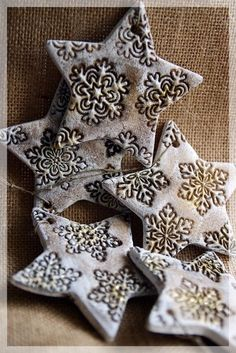 Easy Christmas Salt Dough For Christmas Decorations . Make Your Own Salt Dough Christmas Ornaments With Your Kids they are a super fun craft for the whole Salt Dough Projects, Salt Dough Crafts, Salt Dough Ornaments, Salt Dough Christmas Decorations, Diy Christmas Ornaments, How To Make Ornaments, Christmas Clay, Simple Christmas, Navidad Simple