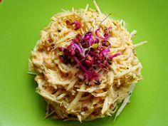 Salata Mimoza Mimosa Salad o reteta cu traditie - simonacallas Mimosa Salad, Cabbage, Spaghetti, Vegetables, Ethnic Recipes, Food, Romanian Recipes, Salads, Veggies