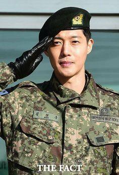 So happy you are back, Sergeant Kim Hyun Joong 김현중! ❤ xoxo #WelcomeBackKimHyunJoong #김현중_전역