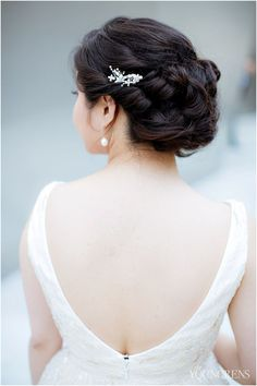 Wedding Hair Down Beautiful Wedding Hair Inspiration, Photography by The Youngrens - It's a big question, my friends. Should you wear your hair up or down for your wedding day? It seems like it wouldn't be so difficult to decide, but something . Asian Wedding Hair, Beach Wedding Hair, Wedding Hair Down, Wedding Updo, Dream Wedding, Asian Hair Updo, Asian Hair And Makeup, Half Updo Hairstyles, Wedding Hairstyles With Veil