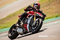 The 2020 Ducati Streetfighter and have been officially revealed. Based on the Panigale this new naked should be a wild ride. Sled Pictures, Dark Pictures, Scrambler Icon, Ducati Scrambler, Desert Sled, New Ducati, Ducati Motorcycles, Automotive News, Motorcycles