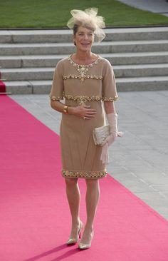 Vestidos das convidadas no casamento real do Luxemburgo. #casamento #manhã #vestidocurto