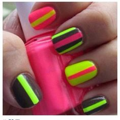 How to Wear Color Block Your Nails