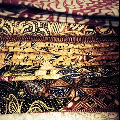Javanese Batiks Colonial India, British Colonial, Storm Kings Thunder, Balinese Interior, Pattern Ideas, Patterns, History Taking, Batik Pattern, Dutch East Indies