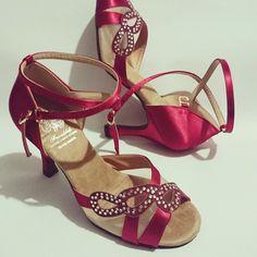 Custom made dance shoes @friendshipshoes #ballroomdance #danceshoes #diamante #latindance #red #salsa #bachata #kizomba #melbourne #fashion #stylish #shoes