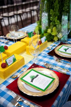 How to turn The Wizard of Oz into a tablescape. Find out how Jasmine from Reflections Weddings takes inspiration into design. www.reflectionsweddings.ca