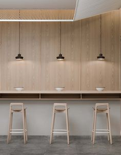 Image 17 of 21 from gallery of KiKi Noodle House / Golucci Interior Architects. Photograph by Lulu Xi Restaurant Interior Design, Cafe Interior, Noodle House, Bright Kitchens, Cafe Style, Commercial Design, Table Centers, Dining Furniture, Restaurant Bar