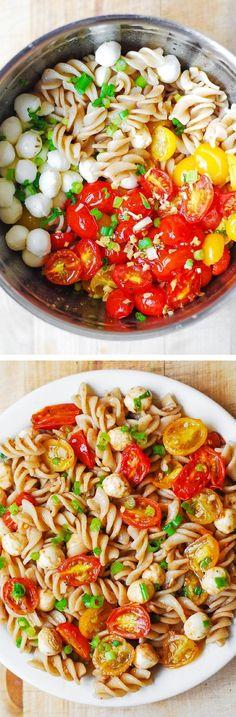 Roasted Tomato Pasta with Mozzarella Pasta Salad with Roasted Tomatoes and Mozzarella - healthy, light, vegetarian side dish! Perfect for Summer cookouts, picnics! Vegetarian Side Dishes, Vegetarian Recipes, Healthy Recipes, Vegetarian Picnic, Healthy Picnic, Healthy Side Dishes, Roasted Tomato Pasta, Roasted Tomatoes, Garlic Pasta
